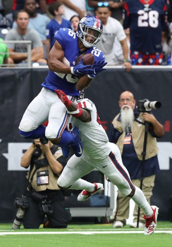 Sep 23, 2018; Houston, TX, USA; New York Giants running back Saquon Barkley  (26) makes a catch on third down in the fourth quar